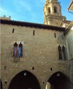 Casa Consistorial y entrada a la Plaza de la Iglesia
