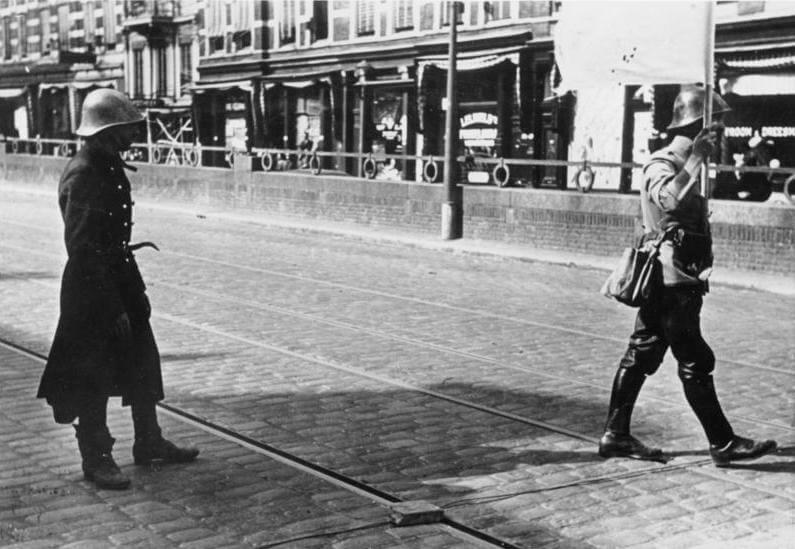 Negociadores holandeses durante el bombardeo de Róterdam