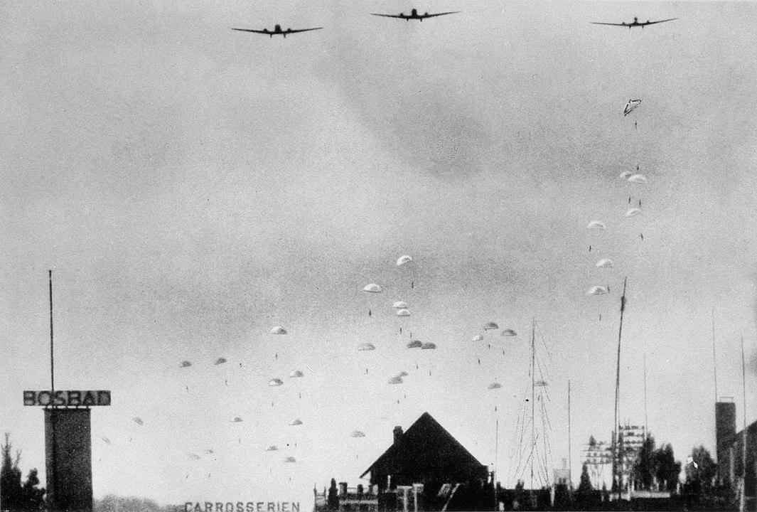 Paracaidistas alemanes durante el Bombardeo de Róterdam